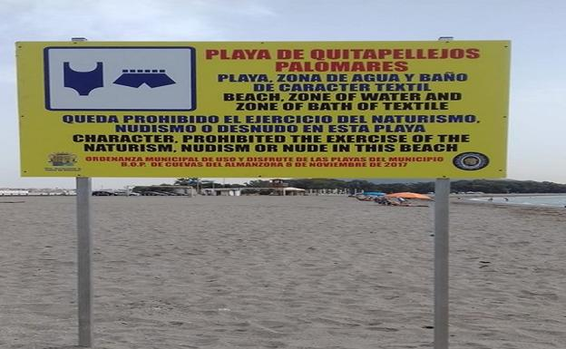 Cartel colocado en el límite de la playa de Quitapellejos.