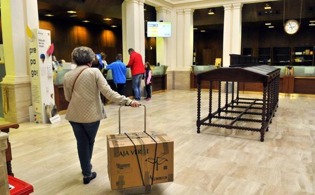 Correos abre su bolsa de trabajo para nuevas for Oficina empleo almeria