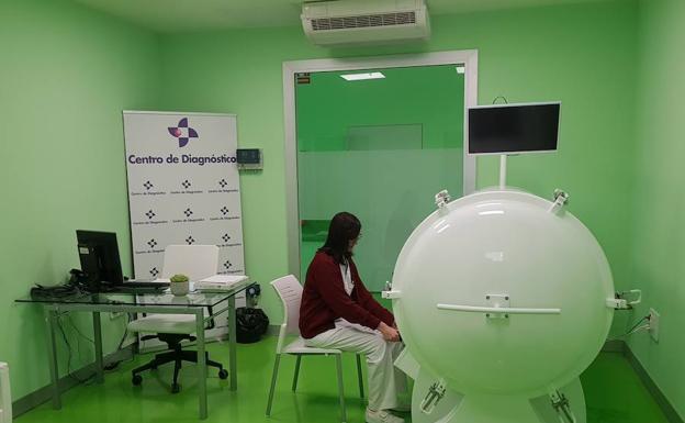 Centro de Diagnóstico Granada lanza el primer servicio de medicina hiperbárica de Granada. carthago Servicios Técnicos.