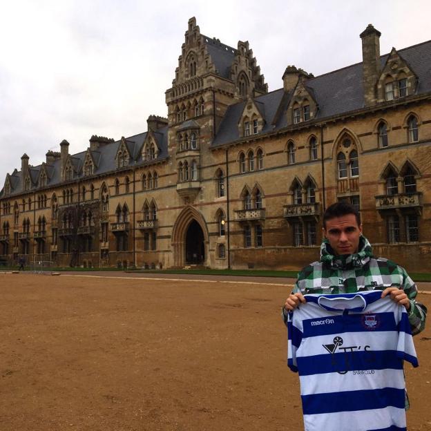 Javier Palomino frente a Christ Church, uno de los colleges de la Universidad de Oxford./J. P.