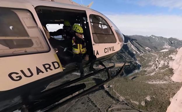 Vive con la Guardia Civil el rescate de un escalador en este impactante vídeo 360º