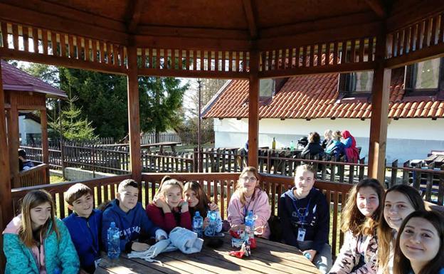 Alumnos del Colegio Divino Maestro de Baza en Serbia /IDEAL BAZA