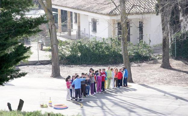 Rechazo a la supresión de una línea de Infantil en el colegio Juan Pasquau