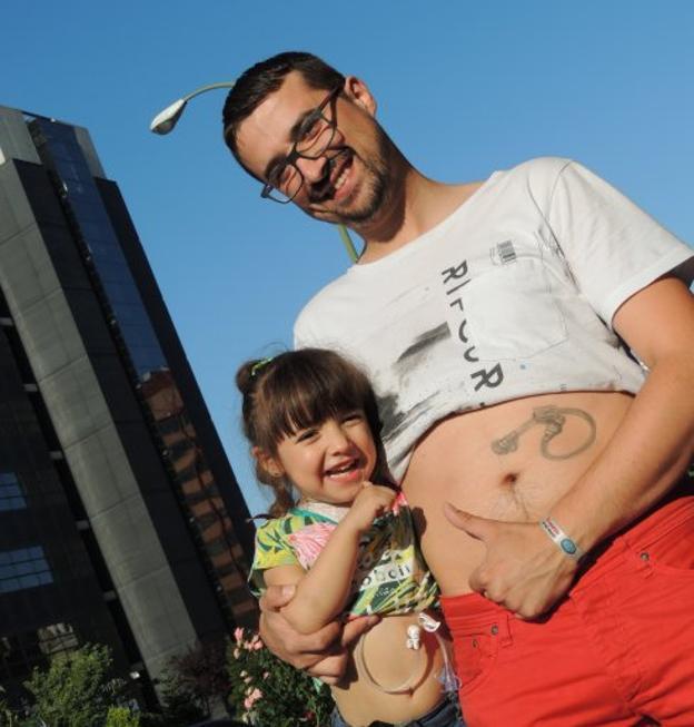 El Tatuaje De Un Padre Como Gesto Con Su Hija Enferma Emociona A