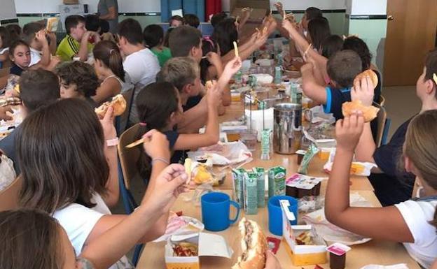 Un Colegio Andaluz Gasta 1200 Euros En Burger King Para Los Ninos