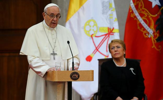 Papa Francisco y Michelle Bachelet. /REUTERS