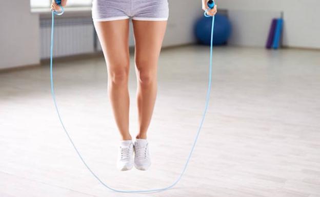 saltar la cuerda para adelgazar las piernas