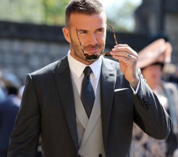 94ede4a8cbb7a Las fotos de David Beckham en la boda real que derriten a las redes   «¡Quiero a uno en mi vida!»