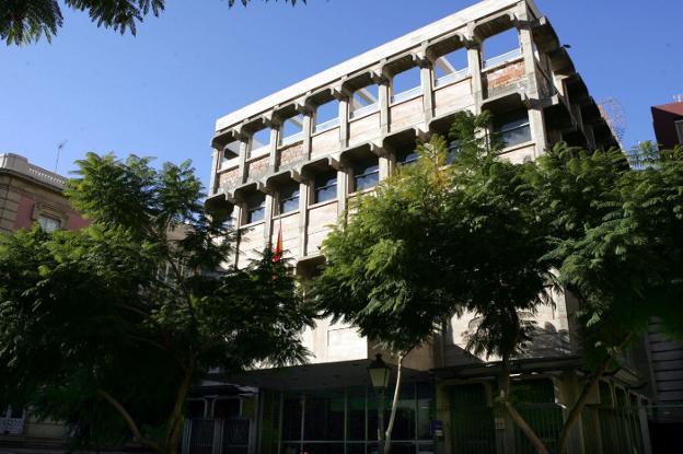 El gobierno descarta abrir una oficina de correos for Oficinas de correos en malaga capital