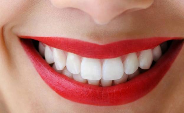el remedio casero con aceite para blanquear tus dientes ideal