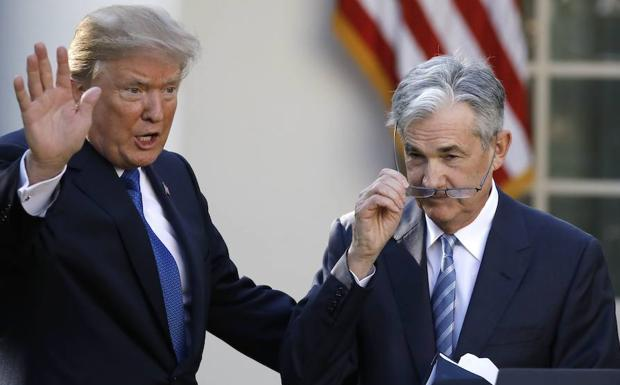 Trump (i) y Powell. /Carlos Barria (Reuters)