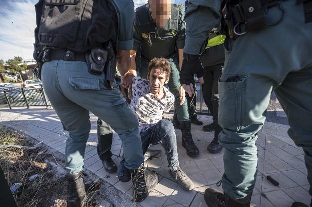 El 'Kiki' tras ser detenido el lunes por los agentes de la Guardia Civil./PEPE MARÍN