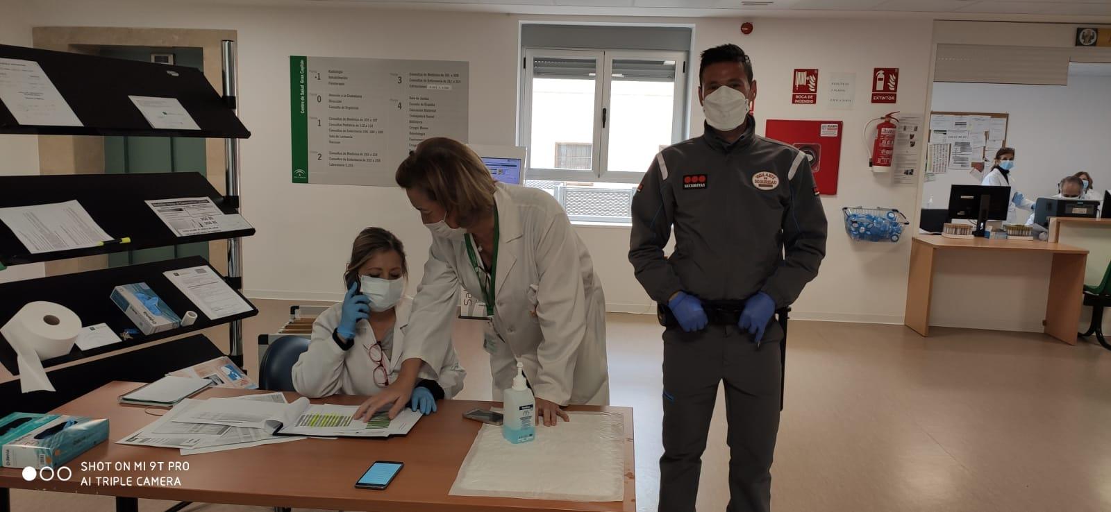 CORONAVIRUS  Limpiadoras y vigilantes en zonas Covid del Hospital de Jerez reclaman ser vacunados ya