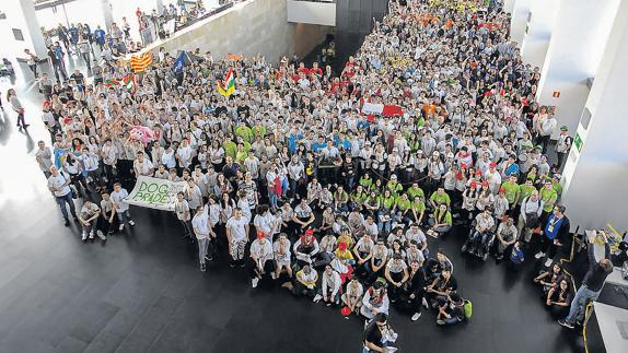 Cientos de participantes en la First Lego League./
