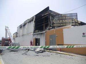 Un Incendio En La Terraza Carmona De Vera Destroza Su Carpa