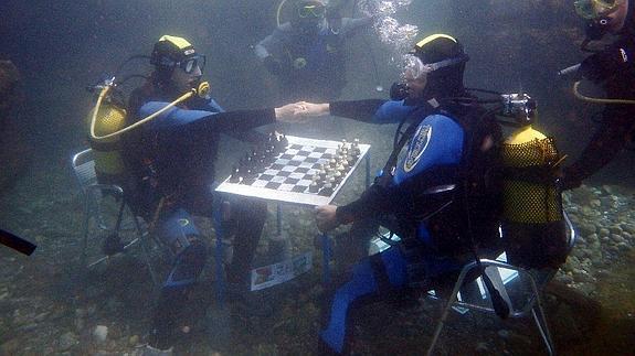 Motril celebra el II Torneo de Ajedrez Submarino, único en Europa
