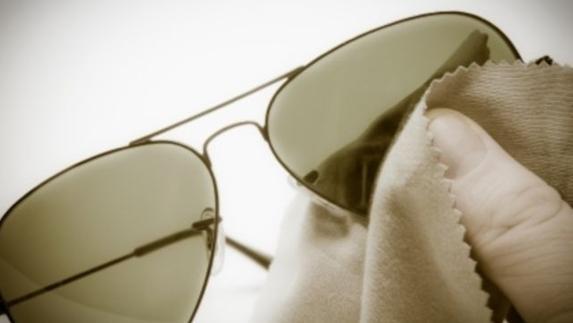 98b576ee78 Cómo limpiar tus gafas de sol sin destrozarlas en el intento?   Ideal