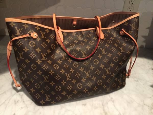 8c60d8634 Una abuela usa su bolso Louis Vuitton como bolsa de la compra para el  pescado